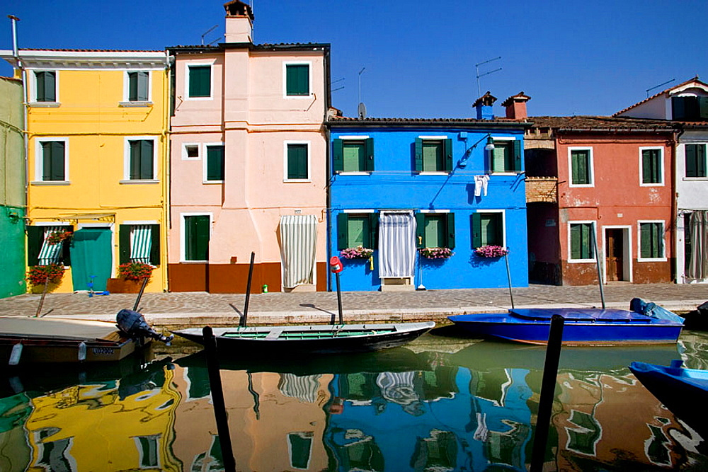 Laguna (lagoon) di Venezia, Burano, A canal with the typical colourful houses, Venice, Italy - 817-22685