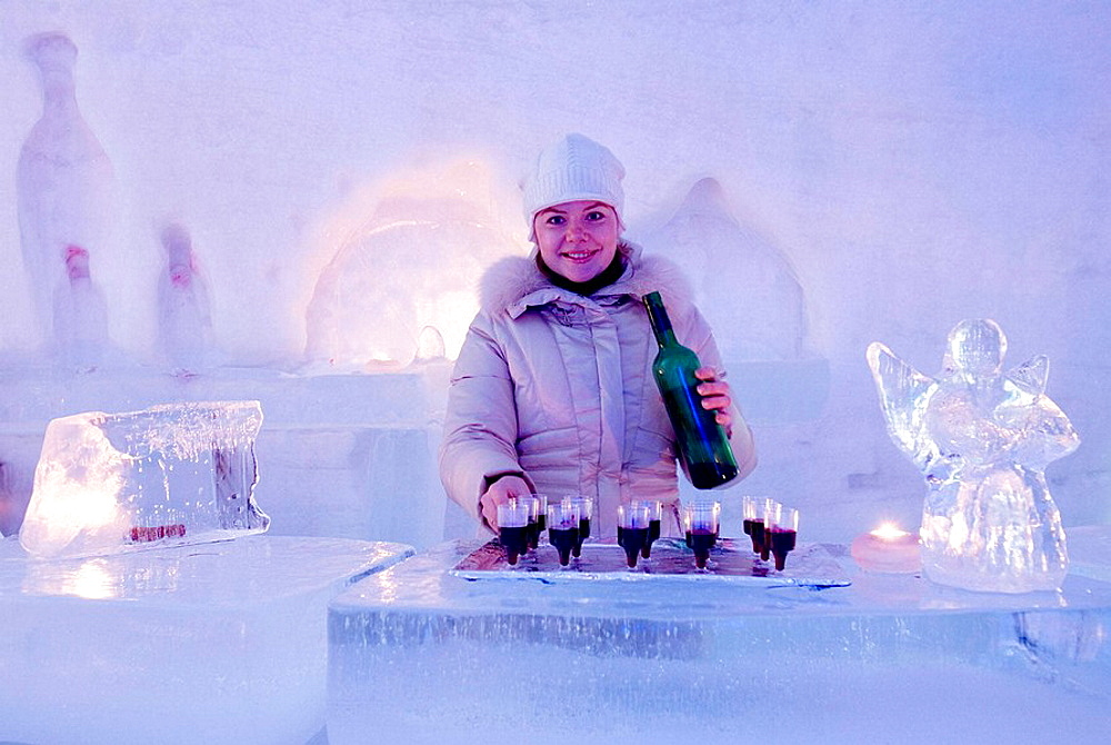 Norway, Kirkeness Snow Hotel, 1500 meters from the Arctic Sea Arctic SnowReception for cool check-in Kirkenes SnowHotel was opened on the 15th of December 2006 It has 10 spacious and illuminated snowsuites decorated with snow sculptures - 817-230453