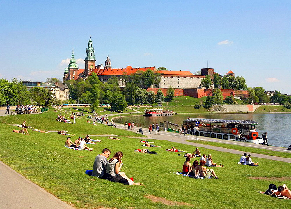Poland, Krakow, people resting by Vistula river, Wawel Hill