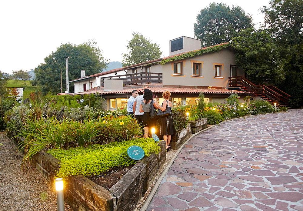 Restaurante Mugaritz, Errenteria, Cerca de Donostia, San Sebastian, Gipuzkoa, Euskadi, Spain.