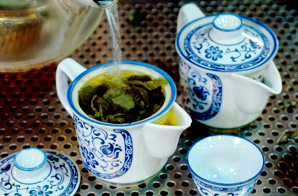 Green tea preparation, The Luye Plateau, where are growing the best teas in Taiwan, Hualien region (East Coast), Taiwan, Republic of China.