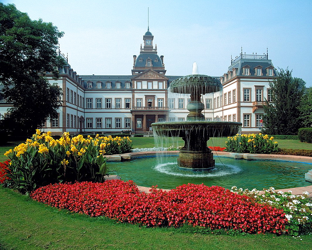 Germany, Hanau, Main, Kinzig, Kinzig valley, Rhine Main Area, Hesse, D-Hanau-Kesselstadt, castle Philippsruhe, founder period, renaissance, historical museum, castle gardens, baroque garden, English landscape park, well, spring, flowerbeds