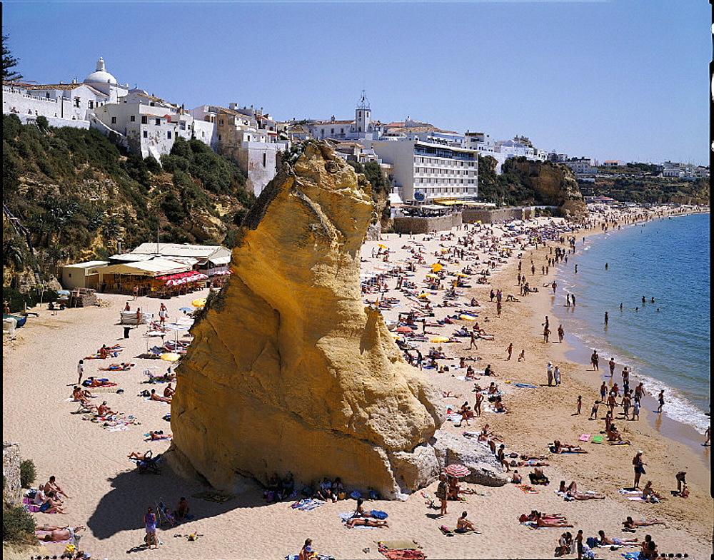 10631921, Albufeira, Algarve, bathing, beach, rock, cliff, holidays, coast, people, sea, person, no model release, Penedo, Por. 10631921, Albufeira, Algarve, bathing, beach, rock, cliff, holidays, coast, people, sea, person, no model release, Penedo, Por