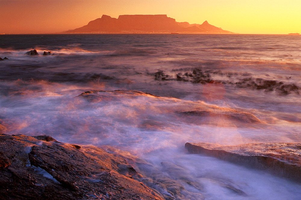 Africa, Bloubergstrand, Cape Town, coast, dusk, mesa, mood, scenery, landscape, sea, South Africa, surf, twilight. Africa, Bloubergstrand, Cape Town, coast, dusk, mesa, mood, scenery, landscape, sea, South Africa, surf, twilight - 817-293407