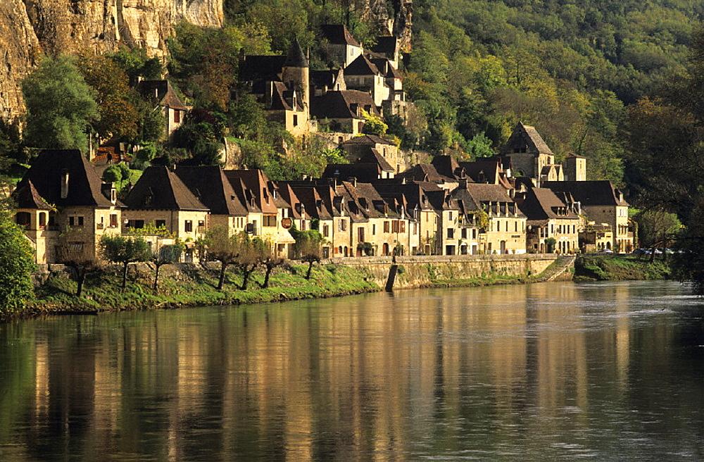 city, Dordogne, France, Europe, Perigord, river, rock, La Roque Gageac, town, village, . city, Dordogne, France, Europe, Perigord, river, rock, La Roque Gageac, town, village,