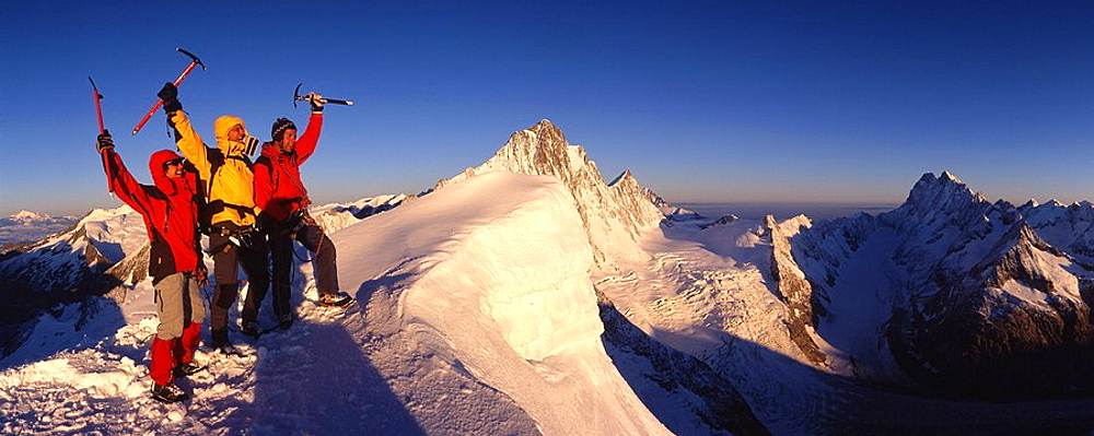 group, mountaineer, cheering, joy, sunrise, summit, peak, Oberaarhorn, alpinists, view to Finteraarhorn, mountaineerin. group, mountaineer, cheering, joy, sunrise, summit, peak, Oberaarhorn, alpinists, view to Finteraarhorn, mountaineerin