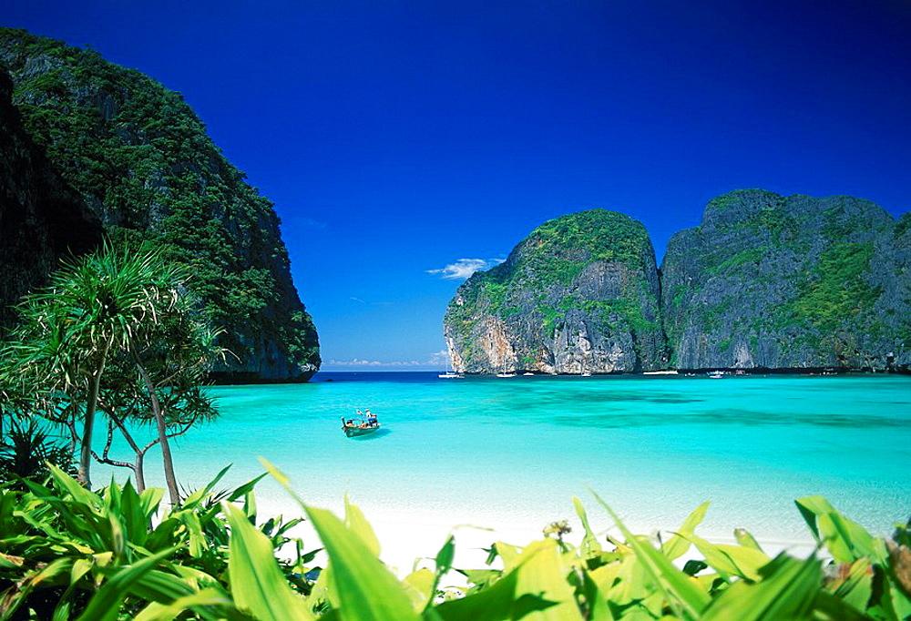 Thailand, Asia, Krabi province, Phi Phi Lee Island, island, isle, scenery, landscape, beach, seashore, sandy beach, ro. Thailand, Asia, Krabi province, Phi Phi Lee Island, island, isle, scenery, landscape, beach, seashore, sandy beach, ro