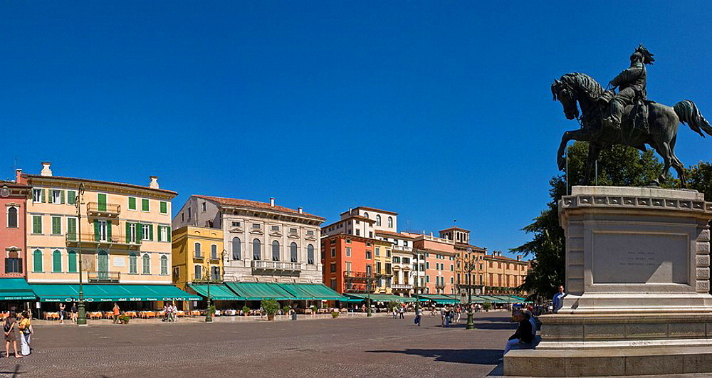 Italy, Europe, Piazza Bra, Verona, city, town, summer, people, square, cafe, equestrian statue. Italy, Europe, Piazza Bra, Verona, city, town, summer, people, square, cafe, equestrian statue