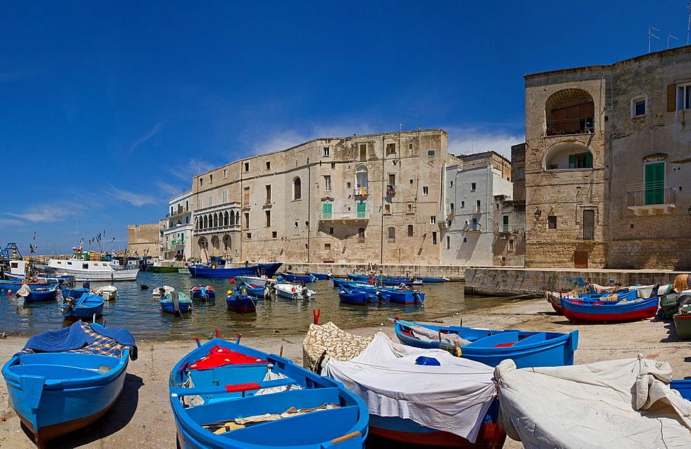 Italy, Europe, Harbour, Monopoli, Puglia, city, village, water, spring, ships, boat, . Italy, Europe, Harbour, Monopoli, Puglia, city, village, water, spring, ships, boat,