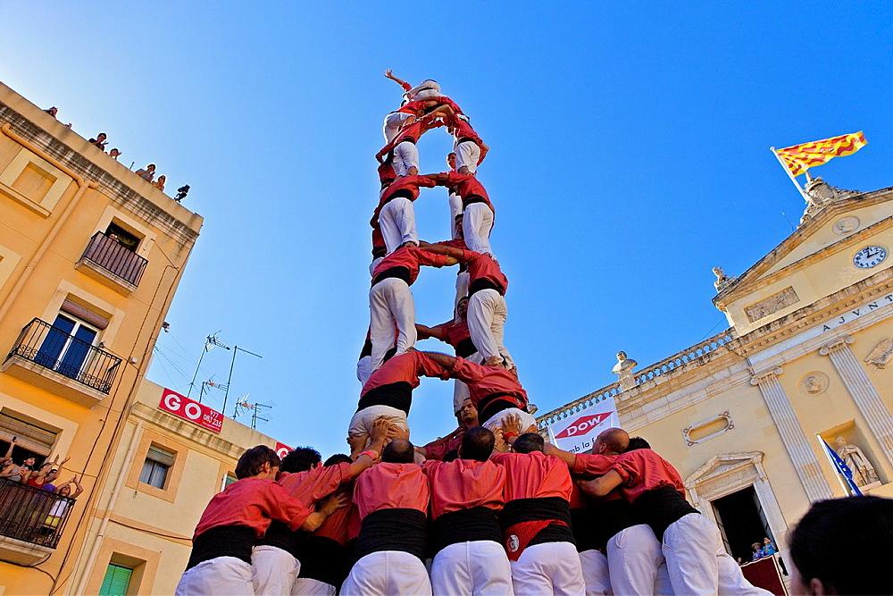 Colla Vella dels Xiquets de Valls 'Castellers' building human tower, a Catalan tradition Festa de Santa Tecla, city festival Placa de les Cols Tarragona, Spain