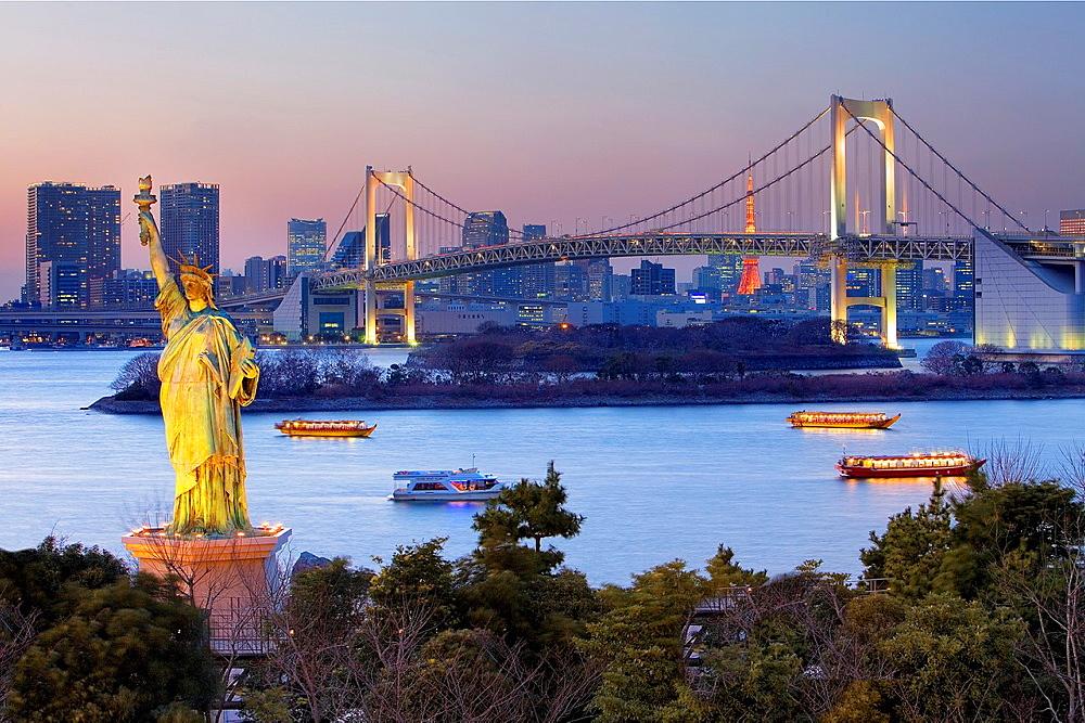 Bay of Tokyo, as seen from Odaiba artificial island Statue of Liberty replica and Rainbow Bridge Tokyo, Japan, Asia