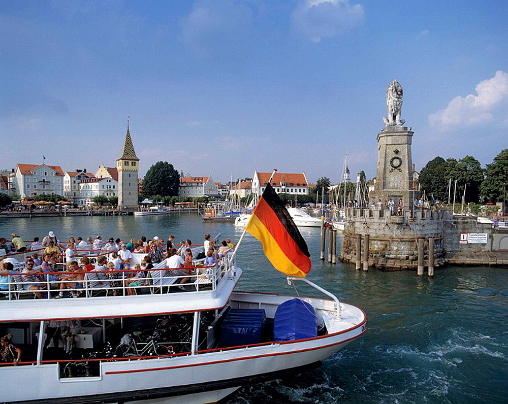 Germany, Lindau, Lake Constance, Swabia, Bavaria, seaport, Mang Tower, mole, Bavaria Lion, statue, pleasure steamer