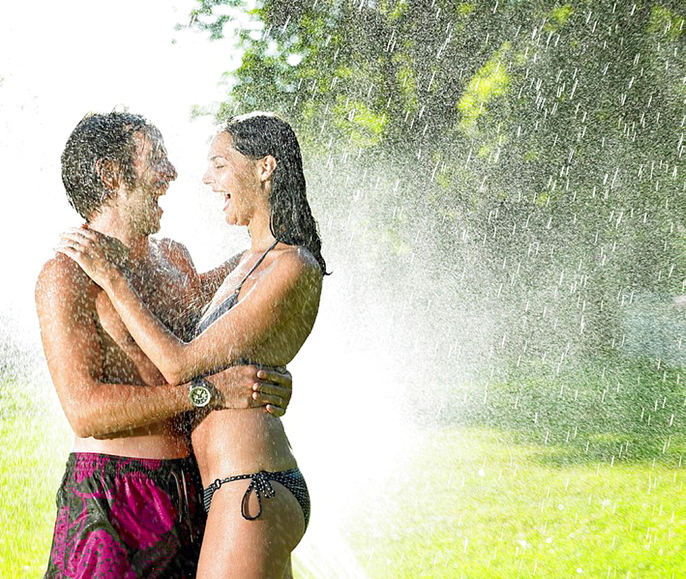 Couple under a water jet, Couple under a water jet