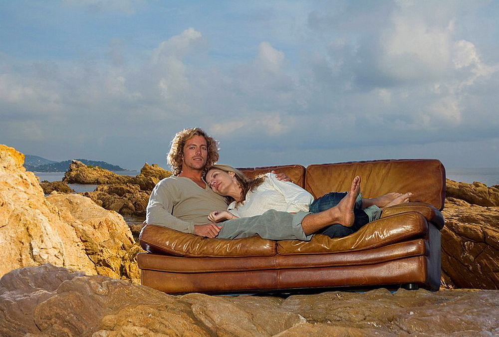 couple relax on couch at beach, couple relax on couch at beach