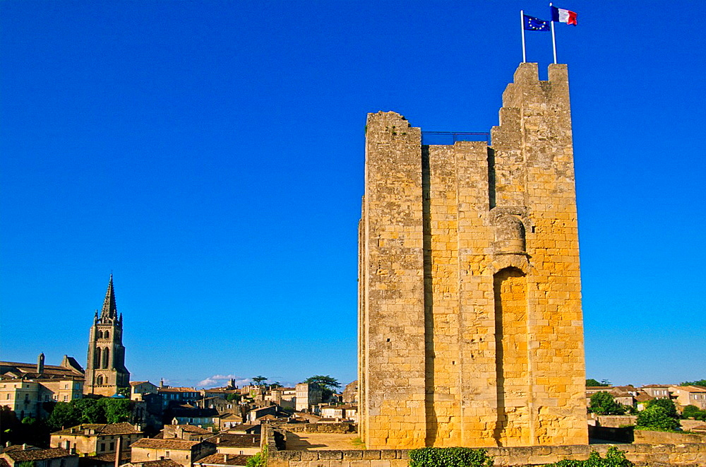 Tower of a king's castle and monolithic church St Emilion Valle de la Dordogne Aquitania Francia