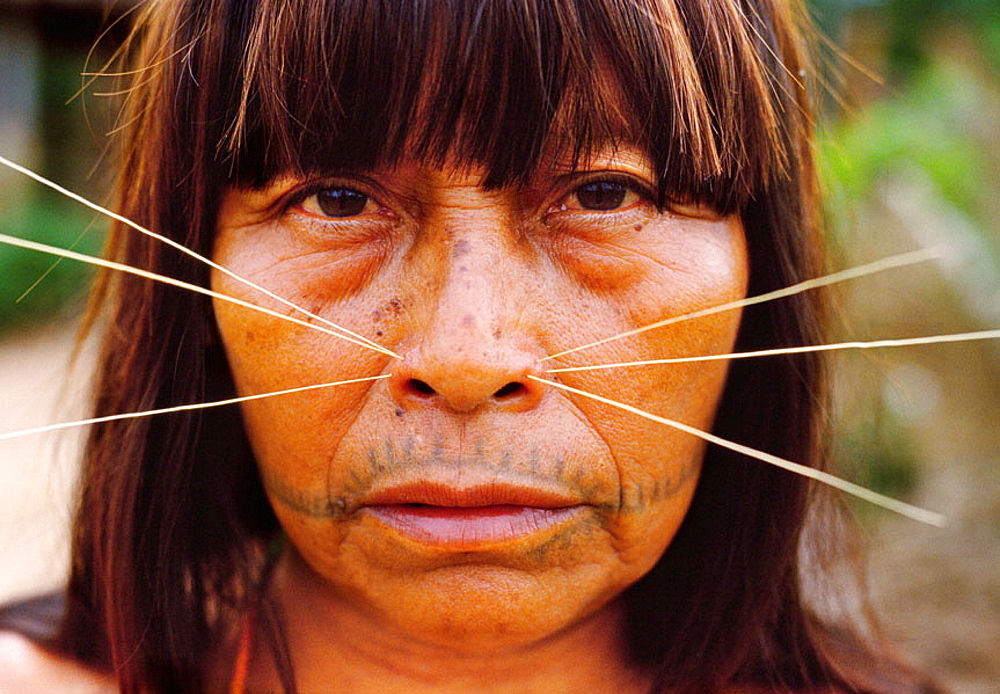 Mayoruna Indian woman, They are known as the cat people, San Jose de Anusi mayoruna Indian village, Galves River, tributary of the river Amazon, Peru - 817-36054