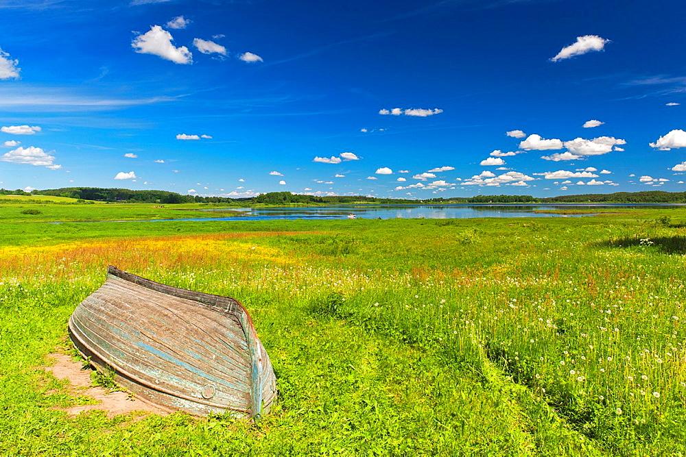 Russia, Pskovskaya Oblast, Pushkinskie Gory, landscape at Mikhailovskoye, the Alexander Pushkin Preserve, estate of famous Russian poet