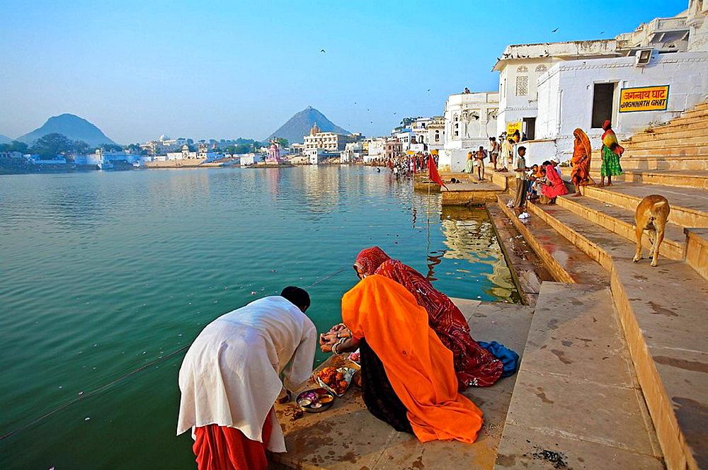 Pilgrims bathing in the Pushkar Holy lake during the Pushkar camel fair, Pushkar, Rajasthan, India, Asia - 817-37411