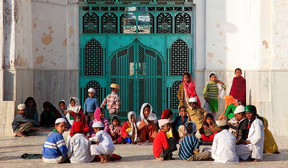 India, Rajasthan, Nagaur, Jama Masjid Mosque, muslim children,