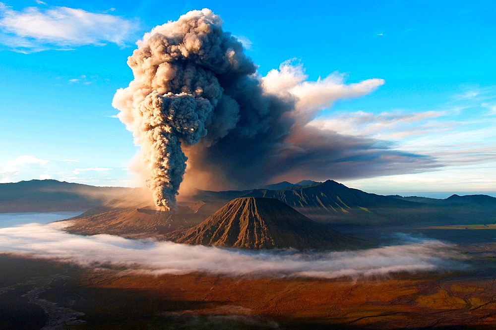 Asia, Indonesia, Java, Bromo volcano in eruption