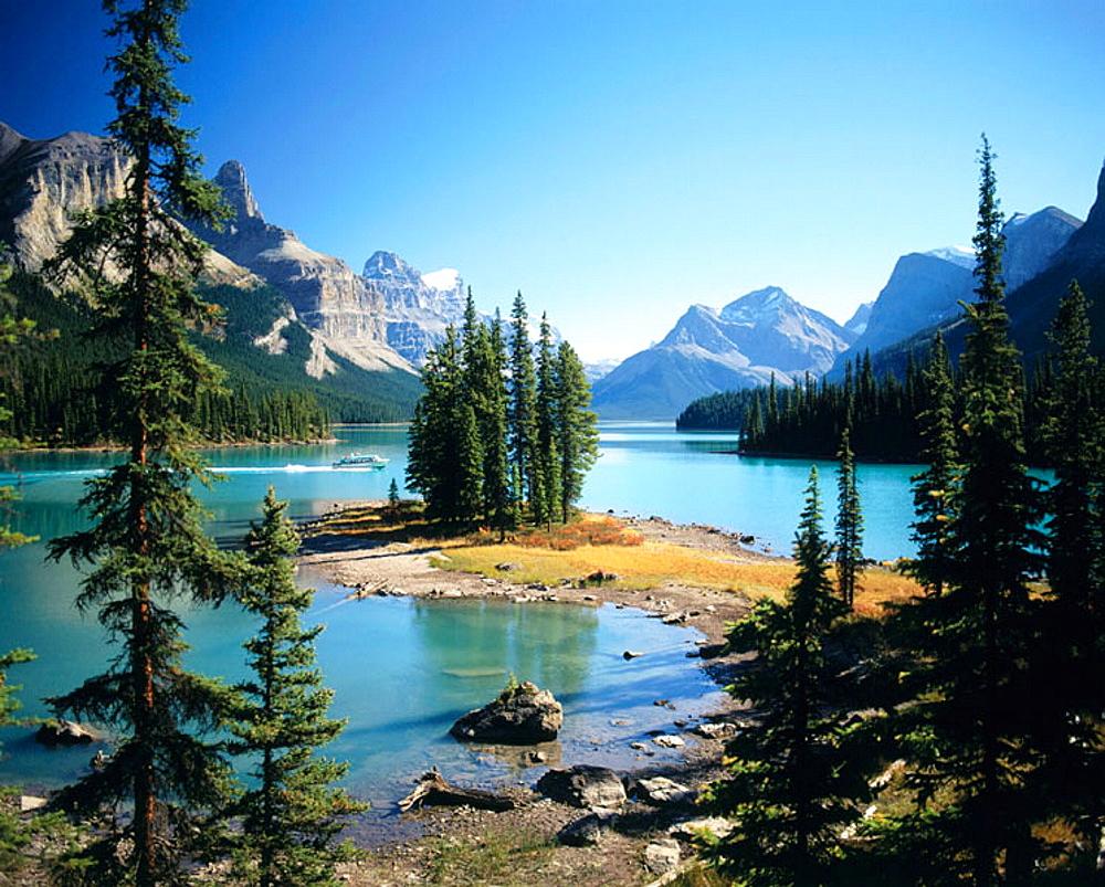 Maligne Lake with Spirit Island, Jasper National Park, Alberta, Canada