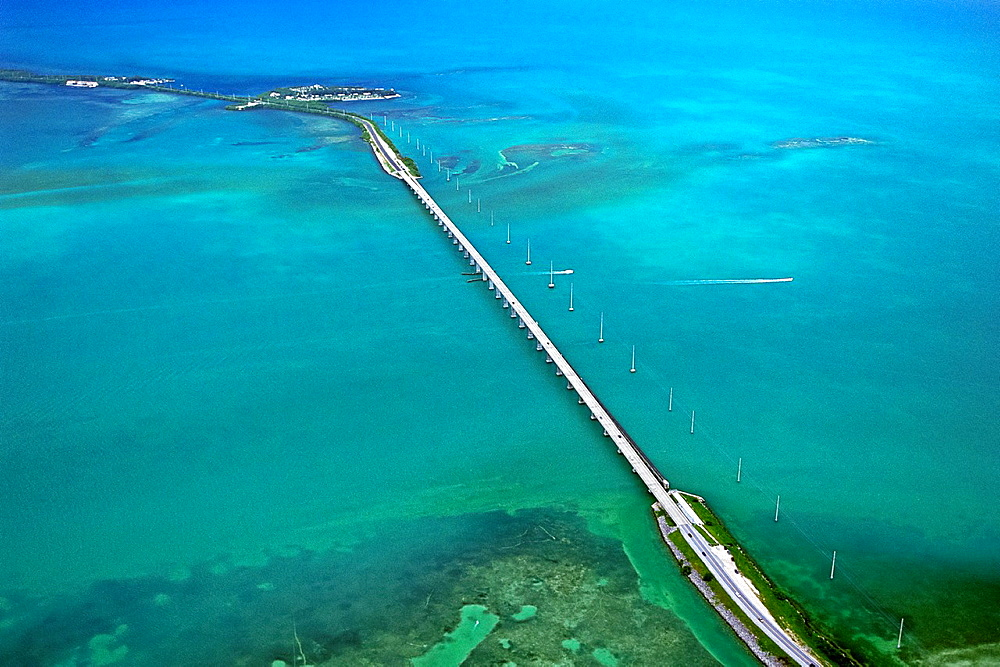 Overseas Highway, carrying U S  Route 1 or US 1 over Channel Five, connecting Craig Key front to Fiesta Key and Long Key, Florida Keys, Florida, USA, Gulf of Mexico, Caribbean Sea, Atlantic Ocean - 817-384213
