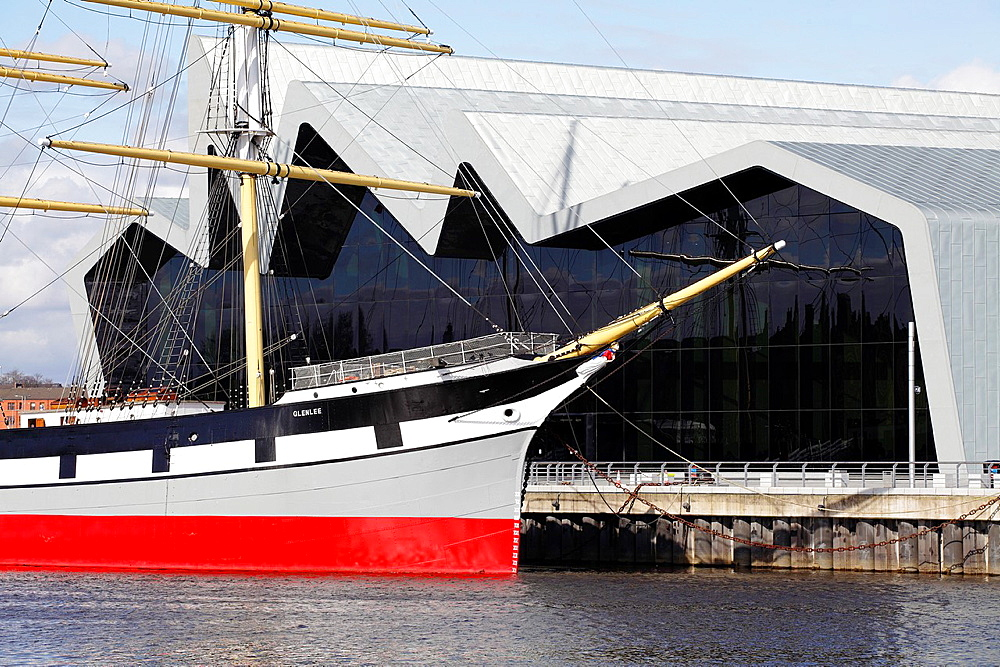 Scotland´s Riverside Museum of Transport and Travel in Glasgow designed by architect Zaha Hadid and the Tall Ship Glenlee on the North Bank of the River Clyde UK