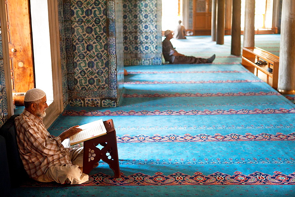 Interior of the Sultan Ahmed Blue mosque, Istanbul
