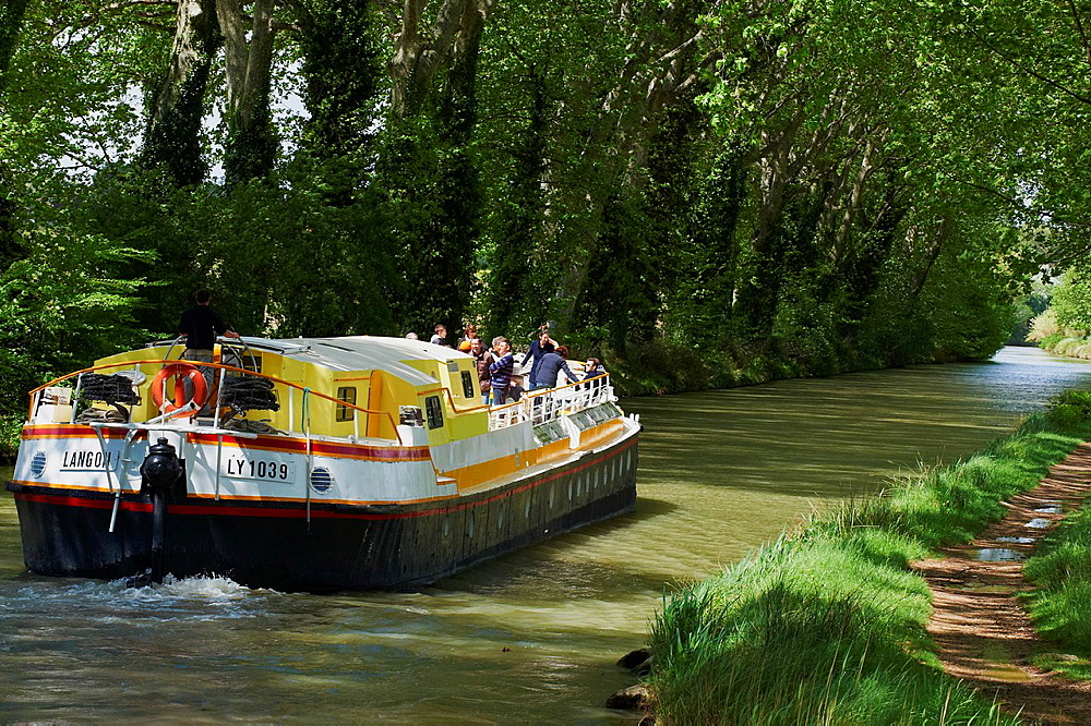 France, Languedoc-Roussillon, Aude 11, navigation on the Canal du Midi