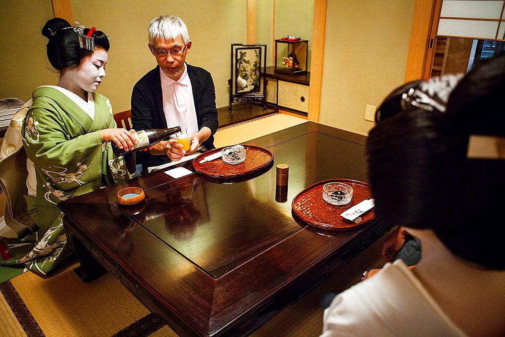 Fukukimi,¥maiko¥ geisha apprentice workimg in Miyaki tea house o-chaia Geisha¥s distric of Miyagawacho Kyoto  Kansai, Japan