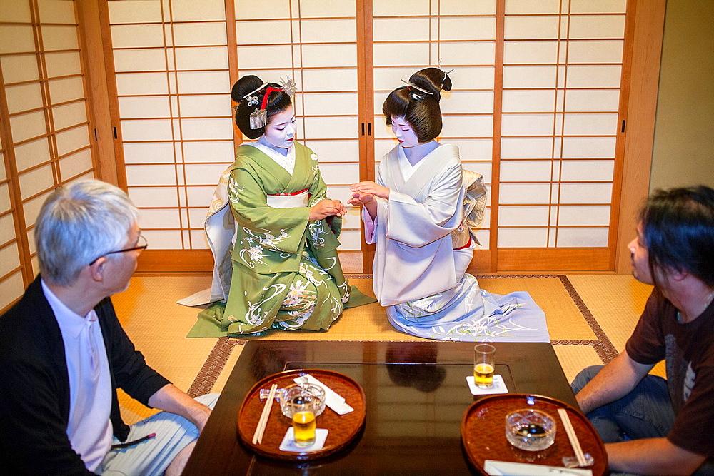 Fukuyu,geisha and Fukukimi,¥maiko¥ geisha apprentice workimg in Miyaki tea house o-chaia Geisha¥s distric of Miyagawacho Kyoto  Kansai, Japan