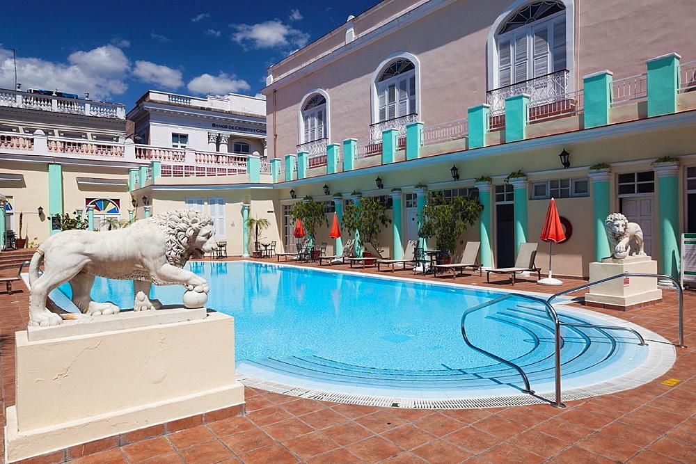 Cuba, Cienfuegos Province, Cienfuegos, Hotel la Union, pool