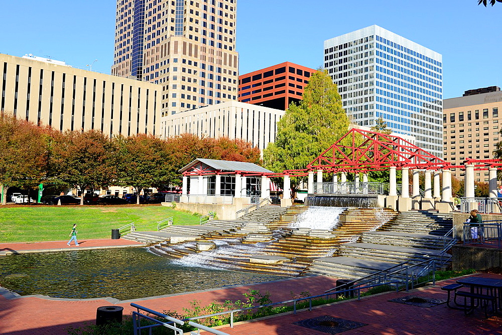 Kiener Plaza Waterfall St  Louis Arch and Old Courthouse Gateway to West Missouri