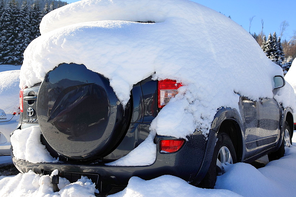 Parking SUV buried in snow, Bad Wiessee, Lake Tegernsee, Bavarian Alps, Upper Bavaria, Germany, Europe