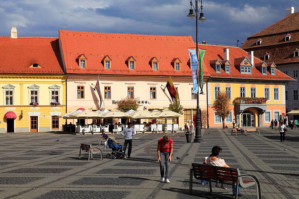 Romania, Sibiu, Piata Mare, street scene,