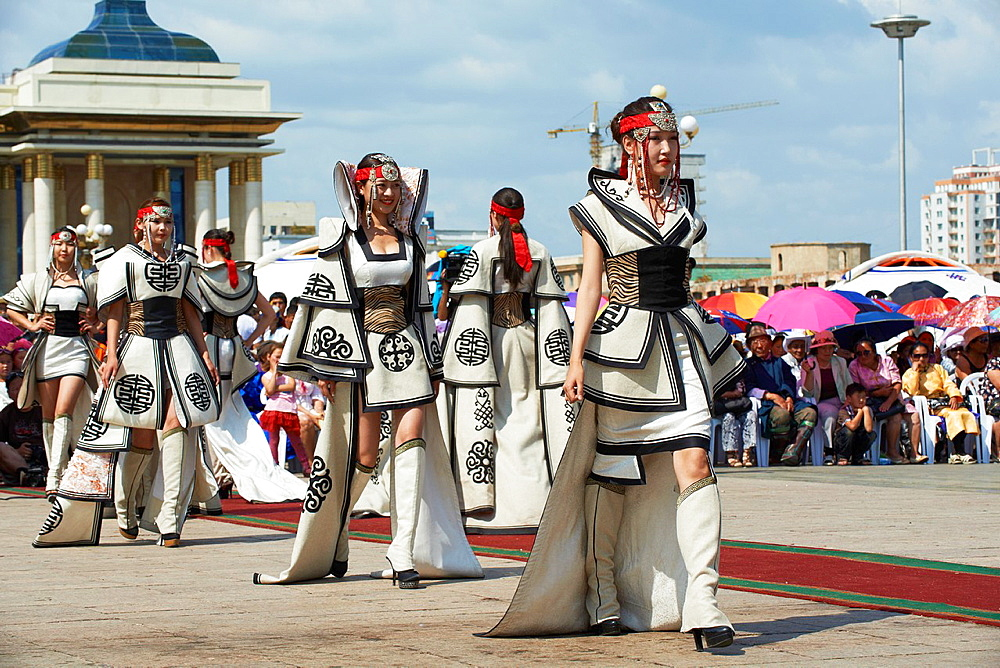 Mongolia, Ulan Bator, Sukhbaatar square, costume parade for the Naadam festival, fashion show