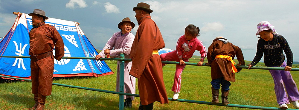 Mongolia, Ovorkhangai province, Burd, the Naadam festival, wrestling tornament