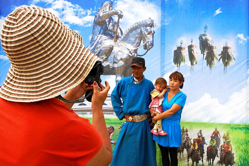 Mongolia, Arkhangai province, Naadam festival, photographer scenery
