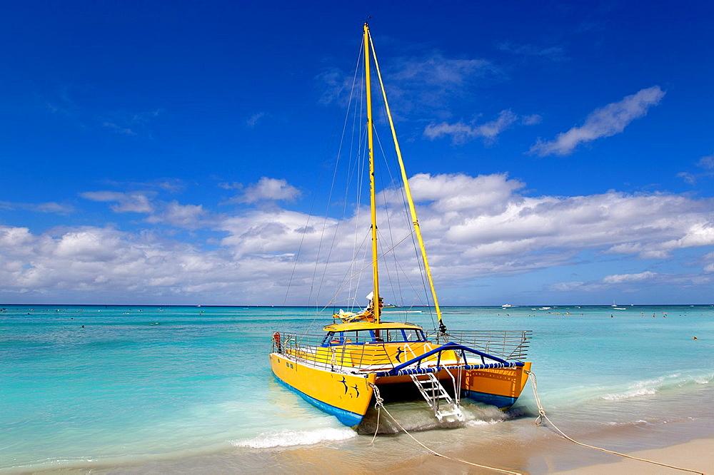 Catamaran in the shore, Waikiki Beach, O`ahu Island, Hawaii  USA