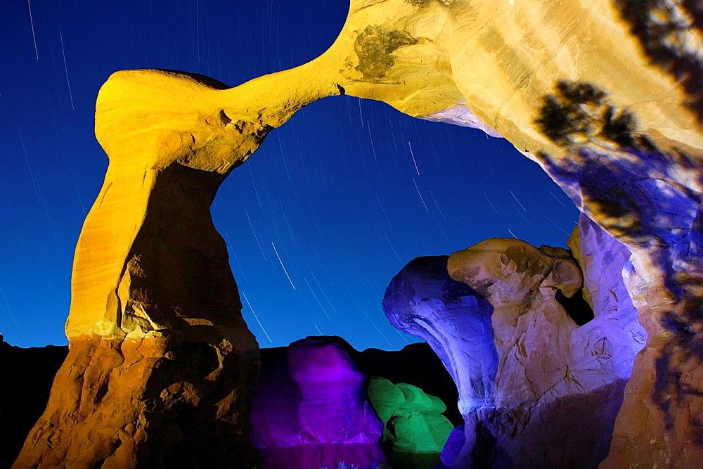 Start trails, USA, Utah, Escalante Region, Devil¥s Garden, Metate Arch
