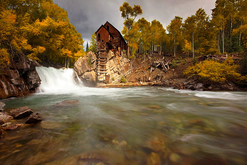 Fall colors at Crystal Mill, Crystal City Ghost Town, Colorado, White River National Forest, United States of America, North America