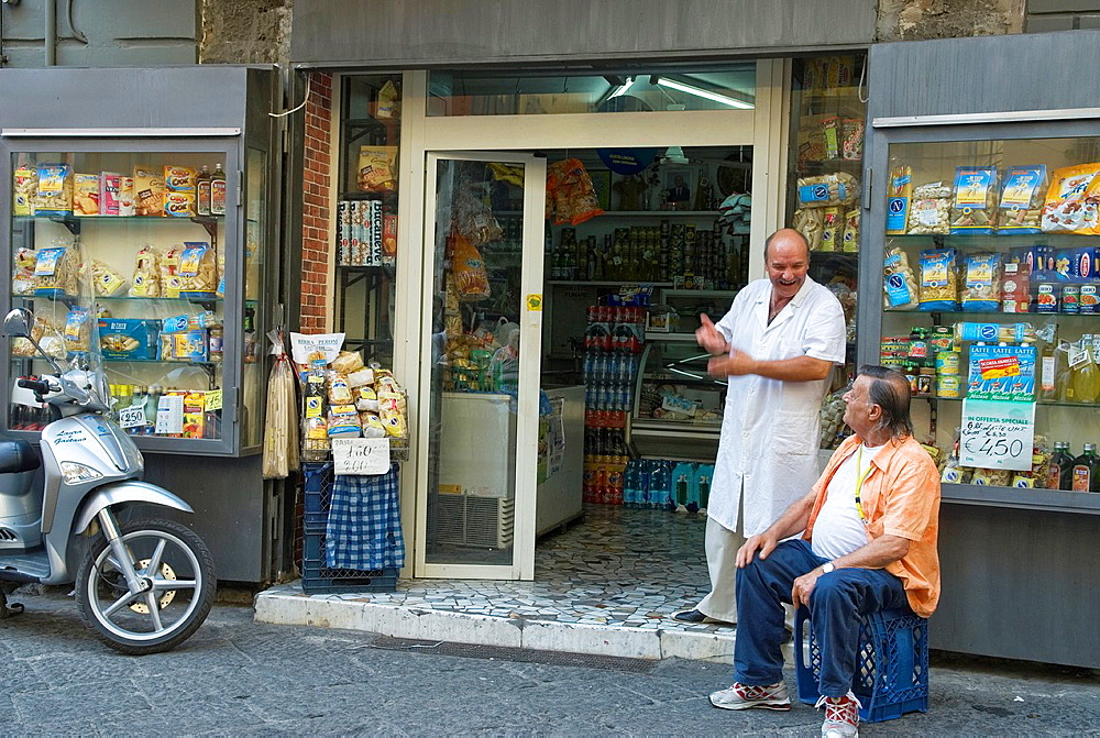 grocer¥s shop, Naples, Campania region, southern Italy, Europe