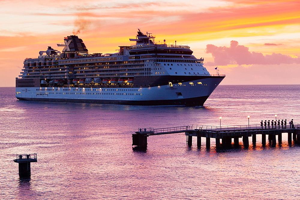 Dominica, Roseau, cruiseship, dusk
