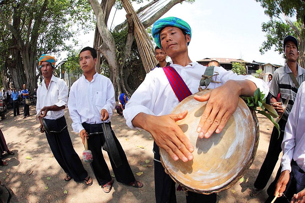 Pa-O mans playing traditional music, Taunggyi festival, Inle Lake, Shan State, Myanma
