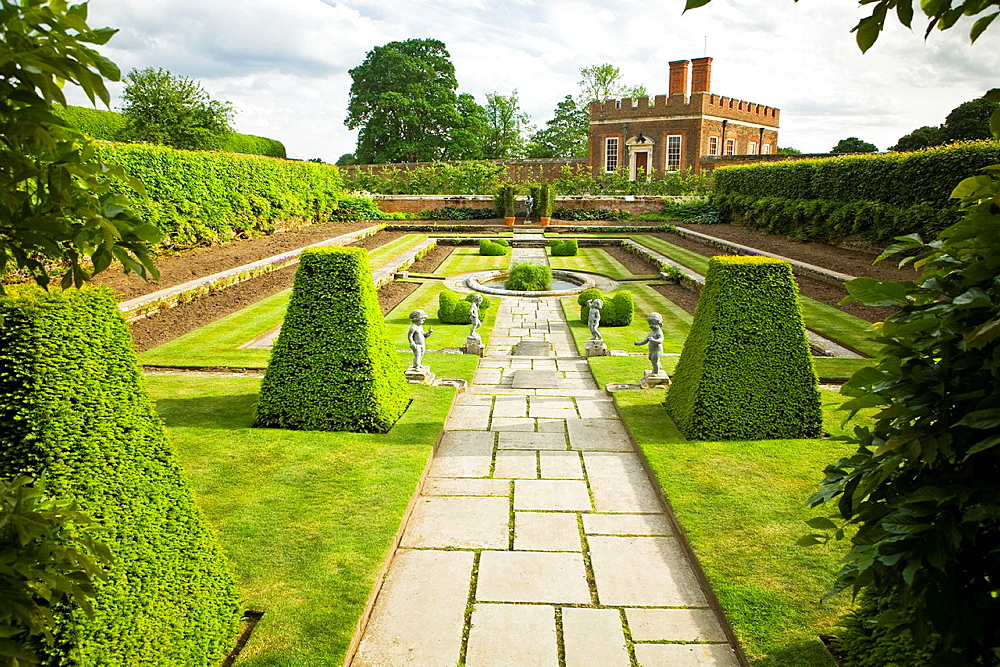 Pond Garden and Banqueting House built 1700, Hampton Court Palace, Surrey, England,