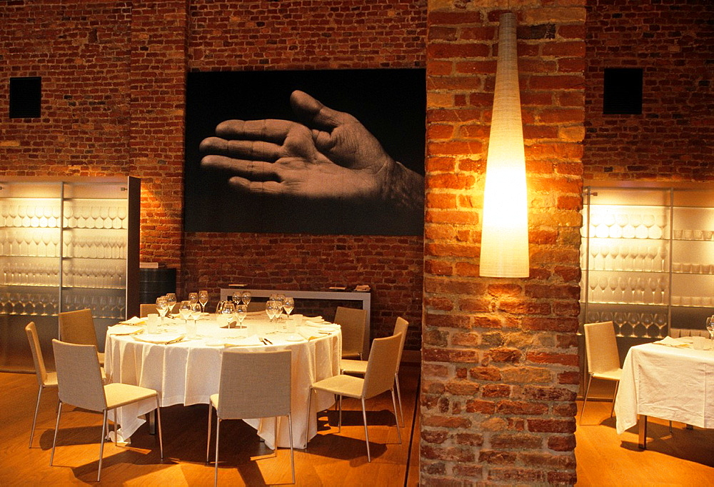 dining room of the Michelin-starred restaurant Guido, University of Gastronomic Sciences, Pollenzo, Province of Cuneo, Piedmont region, Italy, Europe