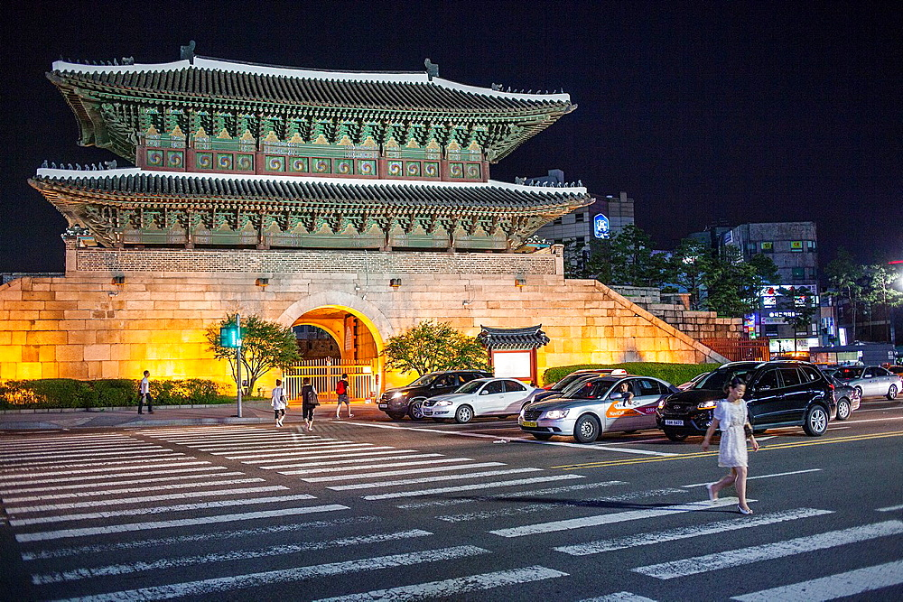 Dongdaemun Gate or Heunginjimun gate, Great East Gate, Seoul, South Korea