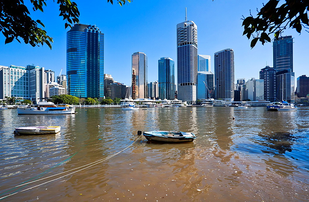Australia, Queensland, Brisbane, view of the city skyline across Brisbane River