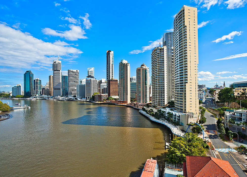 Australia, Queensland, Brisbane, view of the city skyline with Brisbane River and the prominent 126 metre, 38 floors River Place Apartment Building in the forground, seen from the Story Bridge