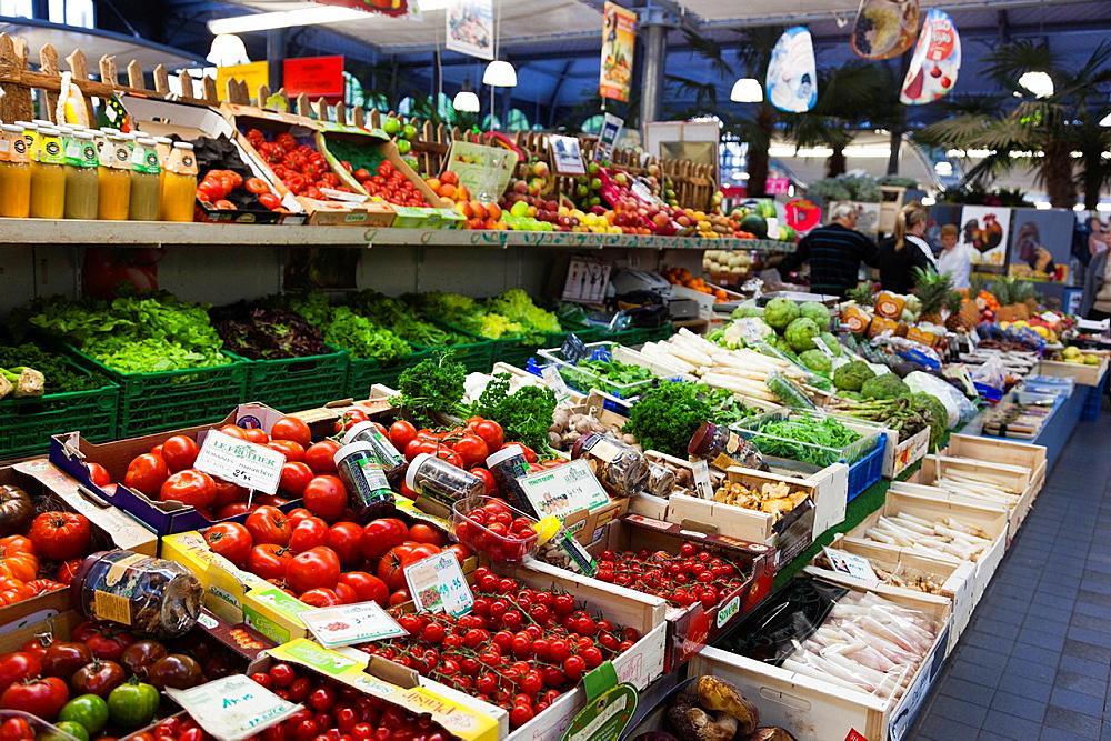 France, Nord-Pas de Calais Region, Nord Department, French Flanders Area, Lille, Wazemmes Sunday Market, vegetables